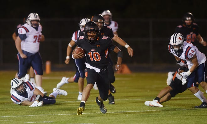 Ames quarterback Tamin Lipsey leads Class 4A in all-purpose yards entering Friday's Class 4A football playoff second round game with No. 1 Southeast Polk at Pleasant Hill. The Little Cyclones will need another big night from Lipsey in order to hang with the unbeaten Rams.