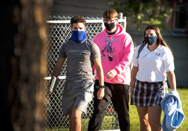 Students walk to class wearing masks during the first day back to school at McKeel Academy in Lakeland on Aug. 6. While masks are a requirement at all schools in Polk County, the Lakeland City Commission will vote on whether to extend the city's ordinance another 27 days into early October during its meeting Tuesday.