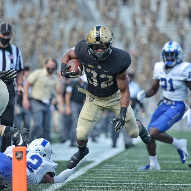Artice Hobbs and Army scored touchdowns on their first five possessions in a 42-0 season-opening win over Middle Tennessee State. JON MALINOWSKI/ARMY ATHLETICS