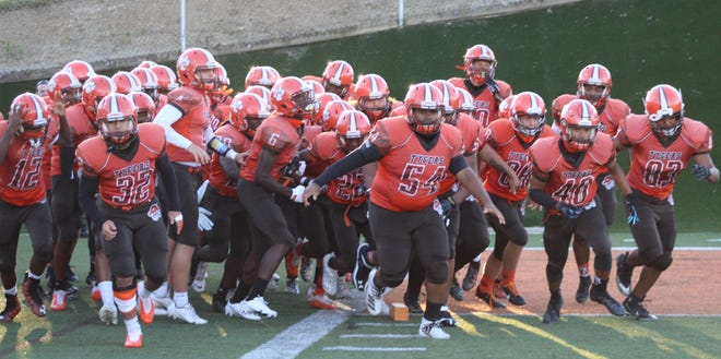 The Mansfield Senior Tygers picked up a nice 17-7 win over Mount Vernon on Friday night.