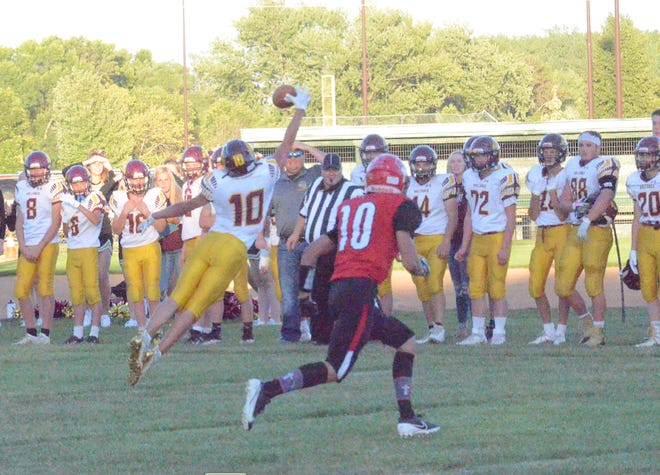 De Smet's Rett Osthus attempts to make a leaping grab against Dell Rapids St. Mary on Friday, Sept. 4, 2020.