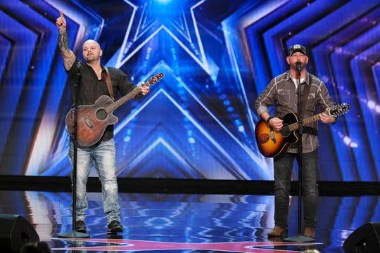 Dúo de cantantes Broken Roots.