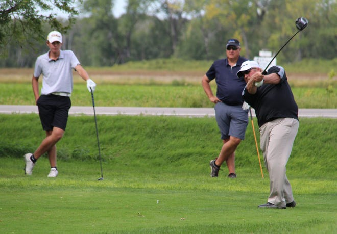 Former Crookston resident Eric Schultz, of Twin Falls, Idaho, tees off on hole 8 in his Championship Flight quarterfinal match against Brad Heppner.