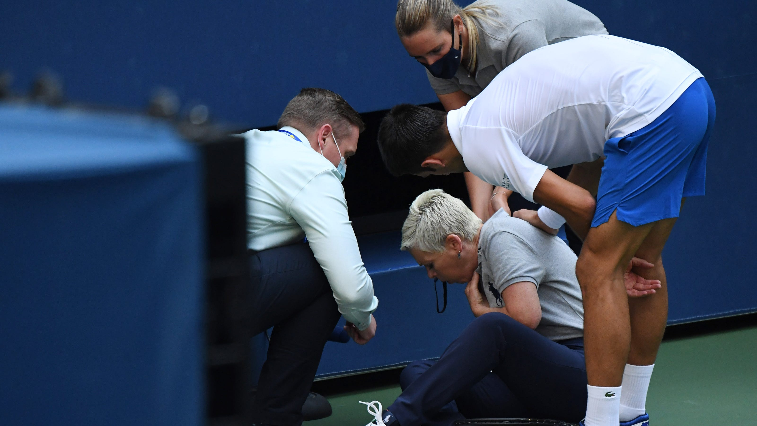 Us Open Novak Djokovic Defaulted After Hitting Lineswoman With Ball