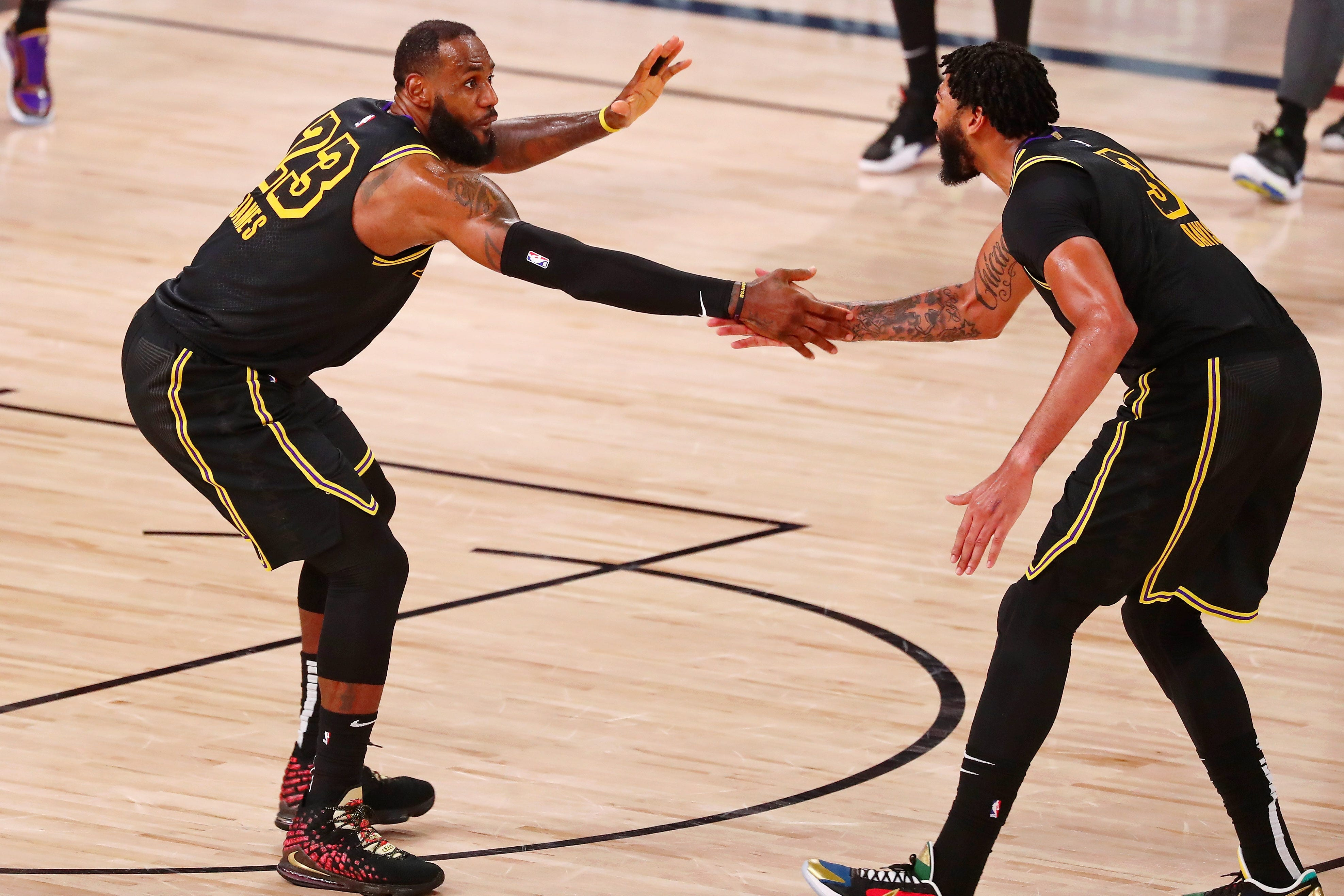 LeBron James, Anthony Davis lead Lakers to bounce-back win over Rockets in Game 2