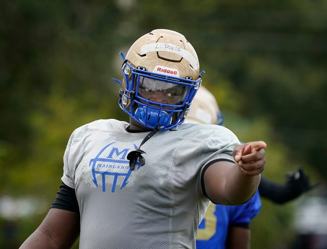 Defensive standout Laron Davis of Mainland signed with Charleston Southern on Wednesday.