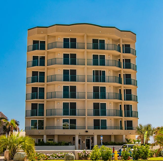 The Dimucci Tower is in beautiful Daytona Beach Shores, a beachside community that is close to top-rated schools, places of worship, shopping, restaurants, entertainment, banking, dog parks, the river and more.