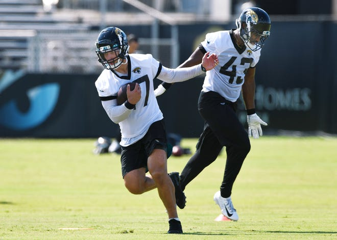 The Jaguars are counting on the acquistion of middle linebacker Joe Schobert (47) in free agency to improve a horrific run defense, which could be a weakness again in 2020.