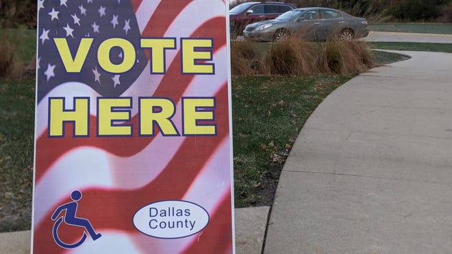 A vote here sign in Dallas County.