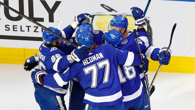 The Tampa Bay Lightning celebrate a goal by center Brayden Point (21) during the first period.