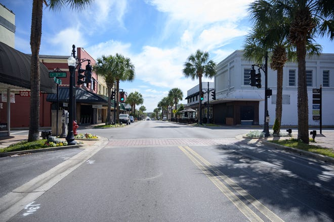 The streets of downtown Leesburg are noticeably quieter during lunchtime on Wednesday, March 18, 2020. Many local businesses have stated that the coronavirus pandemic has effected their establishments and may be forced to close. [Cindy Peterson/Correspondent]