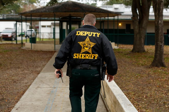 School resource officer at Westwood Middle School in 2015. (The Gainesville Sun/File)