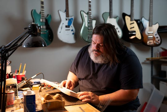 Dennis Fano founded Novo Guitars in 2015. The company is based in Nashville, Tennessee.