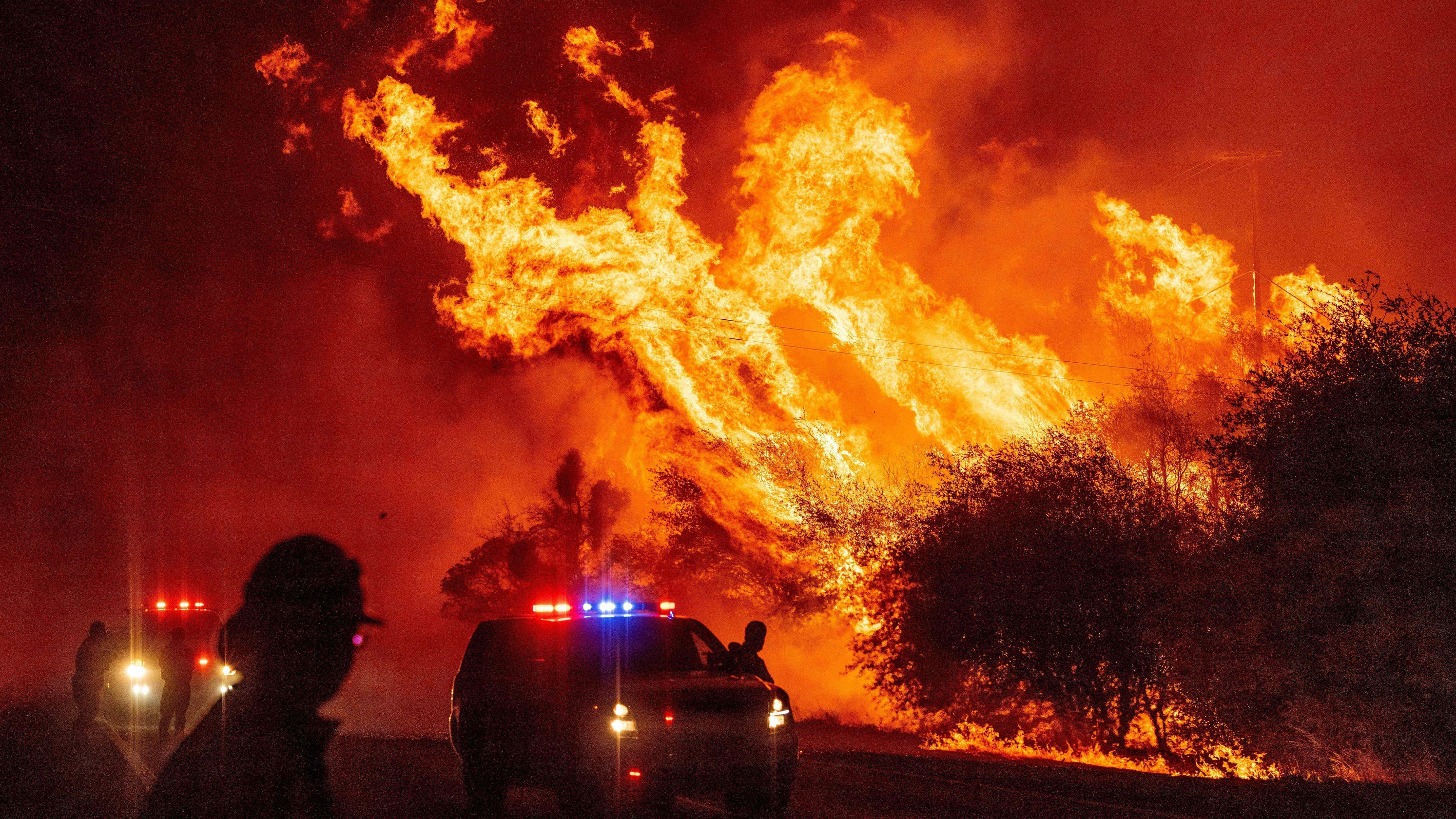 'Unprecedented' wildfires burn across West: California firefighters injured Oregon residents flee flames – USA TODAY