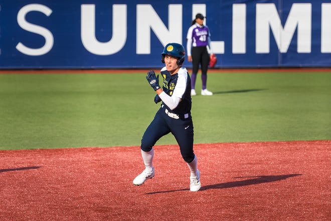 Janie Reed runs the bases during an Athletes Unlimited softball game in Rosemont, Ill. The former Oregon all-American is third in the league in total points (920) and fourth in batting average (.450). [Jade Hewitt photo]