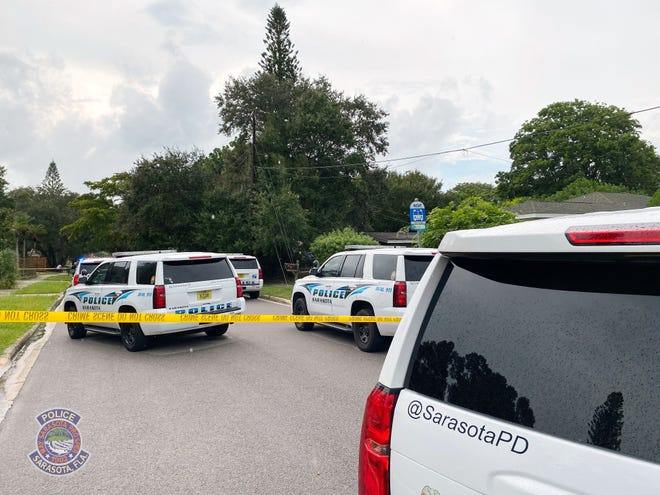 The Sarasota Police Department responded to a brief hostage standoff involving a 31-year-old man, a mother and two children in the 1700 block of 35th Street in Sarasota.