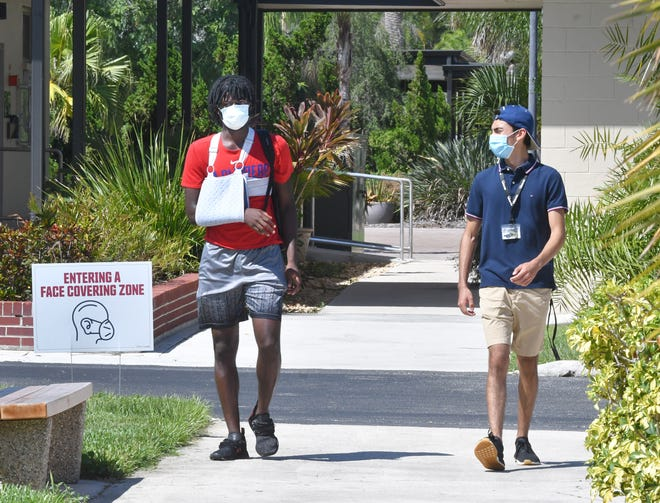 Students Kam Harrington and Gus Guerrero at Florida Tech in Melbourne, during the COVID pandemic.