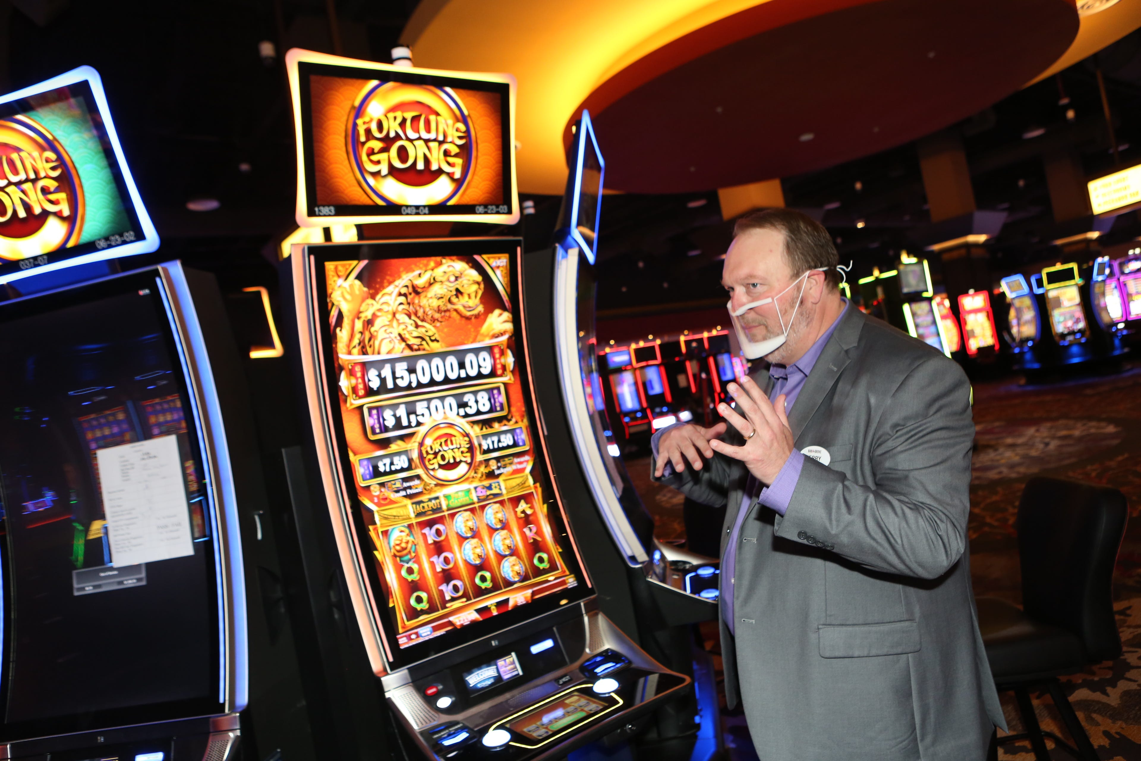 Oak Grove Racing & Gaming brings Vegas vibes to Clarksville area