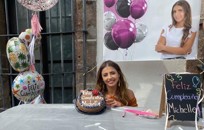 """Michelle Renaud, quien interpreta a Valeria en """"Quererlo Todo"""", agradeció a toda la producción por la sorpresa de festejarle su cumpleaños y se dijo feliz de protagonizar esta historia."""