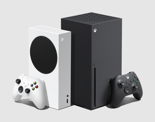 Microsoft's Xbox Series X game system, on the right, costs $ 499, and the Xbox Series S (on the left, $ 299, no Blu-ray drive on board) arrives in stores on November 10 .