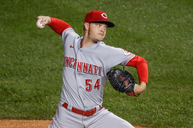 Sep 10, 2020; Chicago, Illinois, USA; Cincinnati Reds starting pitcher Sonny Gray (54) delivers against the Chicago Cubs during the first inning at Wrigley Field.