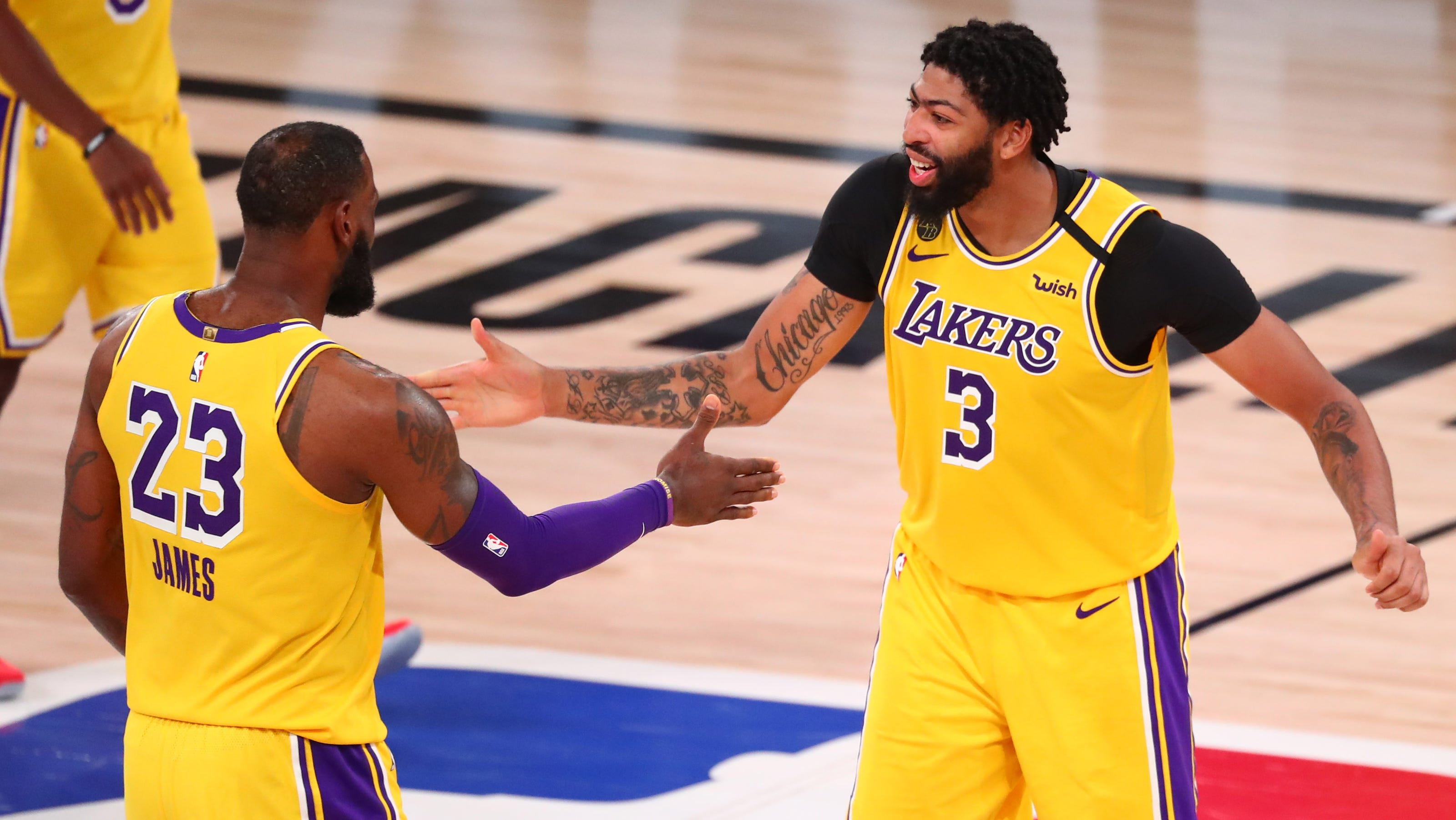 Lakers bully Rockets in Game 4 to take 3-1 series lead