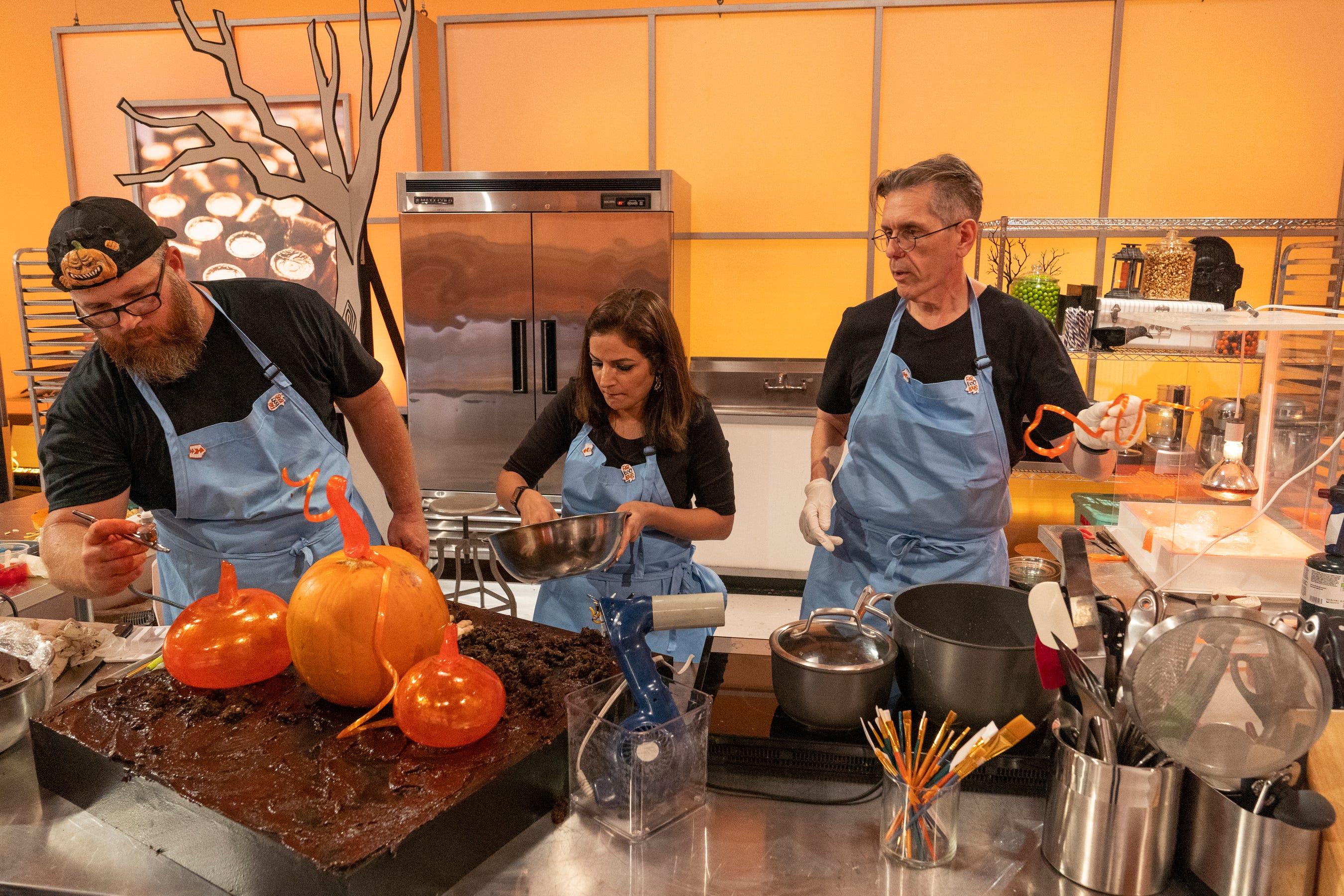 Halloween Wars 2020 Outbreak Daniel Miller contestant on Food Network's Halloween Wars