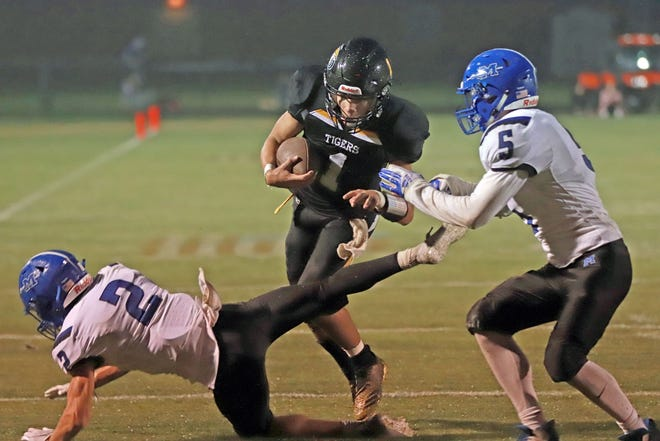 New London's Blaise Porter runs for a touchdown in first half action against Montezuma at New London