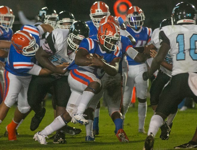 Bartow High School's Daunte Hall (20) rushes for a touchdown during the first half of their game against Lake Region.