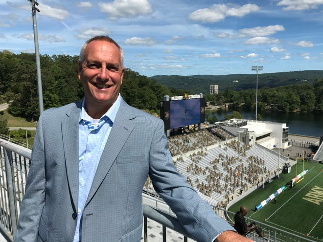 Bob Beretta is leaving West Point to be director of athletics at Le Moyne College and will assume his duties effective May 1.
