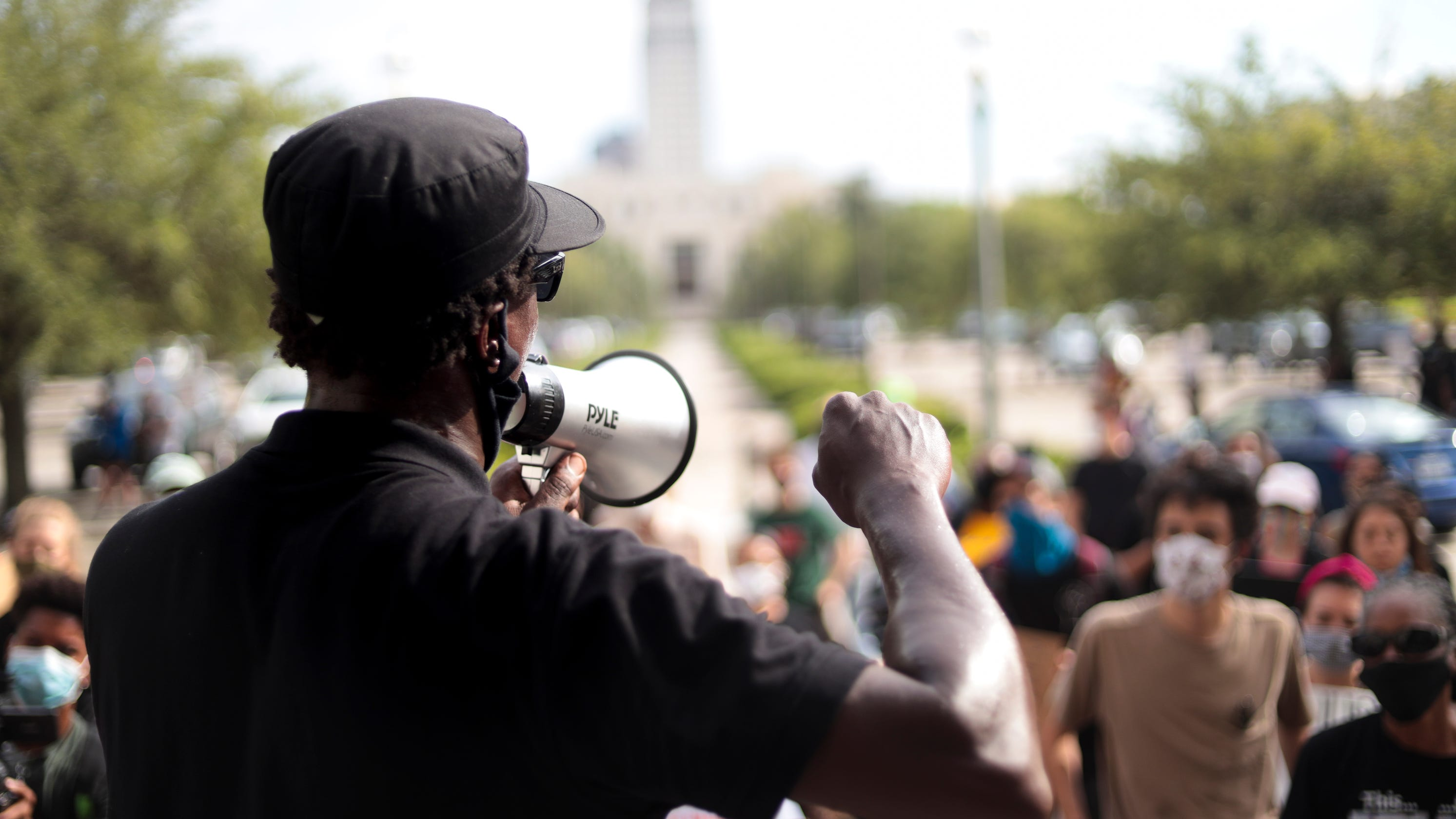Lafayette police shooting: Families, marchers protest in Baton Rouge seeking justice