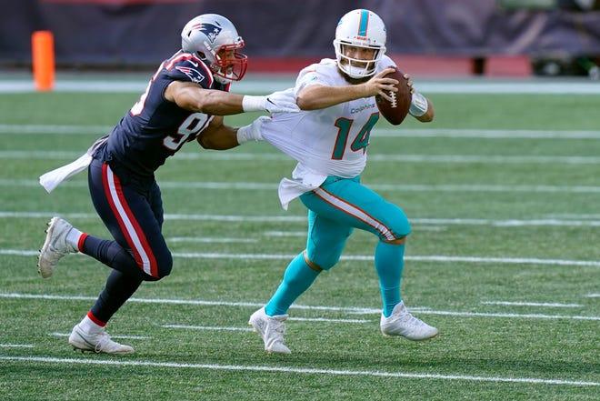 New England Patriots defensive end Derek Rivers (95) chases Miami Dolphins quarterback Ryan Fitzpatrick (14). [STEVEN SENNE/AP]