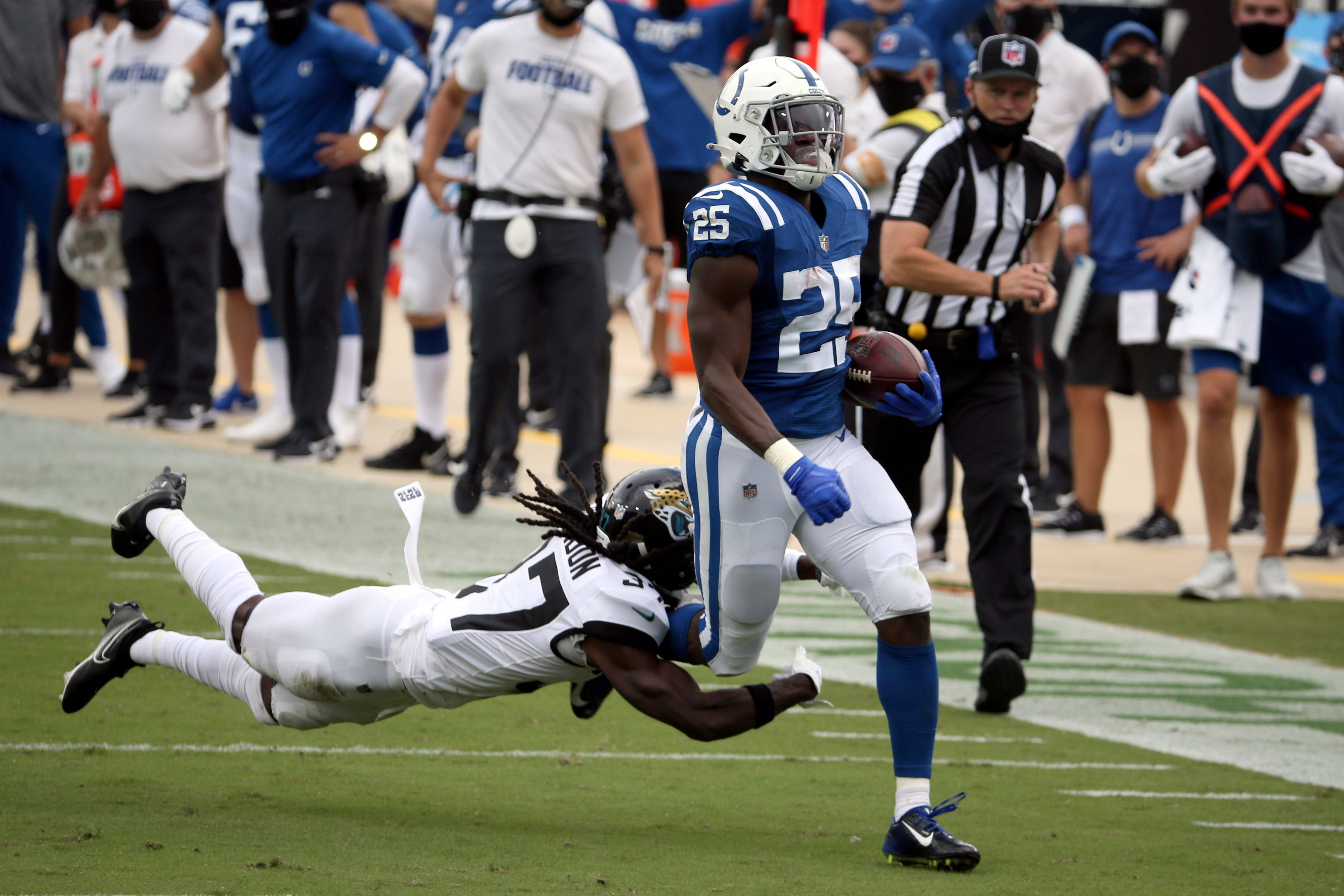 Colts' Taylor happy to have Marlon Mack back