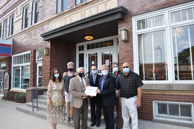 City officials in Story City have been serious about mask wearing for months, as shown in this check presentation photo from early September. Pictured for the presentation of $200,000 from Frances Bartlett Kinne's estate are, front row, Mary Constantine-Nelson, Mayor Mike Jensen, Eric Nelson, co-executor of Kinne's estate, Councilman Dave Sporleder, back row, Councilwoman Connie Phillips, City Administrator Mark Jackson and Councilwoman Rhonda Ostrem.