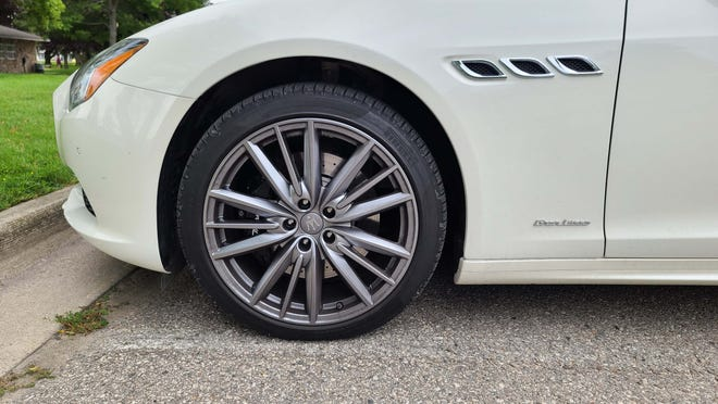 Big 20-inch wheels are available on the 2020 Maserati Quattroporte S Q4.