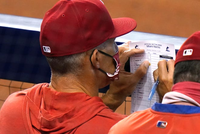 Phillies manager Joe Girardi updates his lineup card during the fourth inning of Monday's loss to the Marlins in Miami.