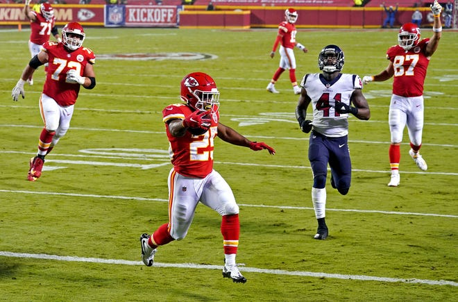 Kansas City Chiefs running back Clyde Edwards-Helaire (25) runs past Texans linebacker Zach Cunningham (41) for a touchdown during the second half of Thursday's season opener at Arrowhead Stadium.