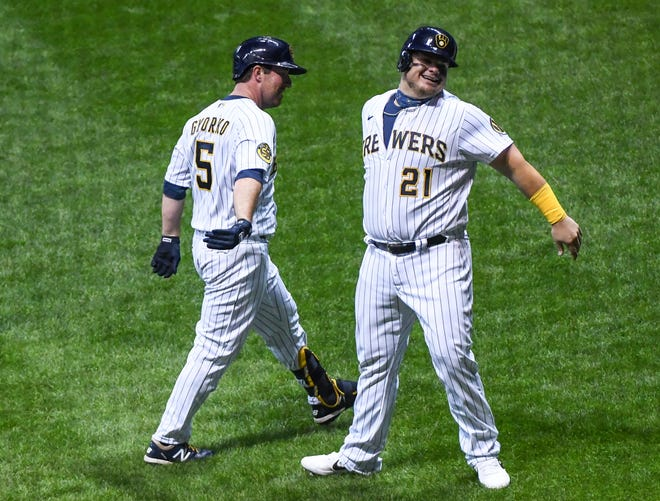 Jedd Gyorko (5) is greeted by Daniel Vogelbach after hitting a two-run homer in the fourth inning against the Cardinals in the nightcap of a doubleheader.