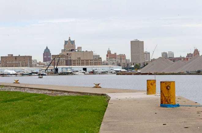 A six-year cleanup of Milwaukee's harbor and three area rivers is moving forward.