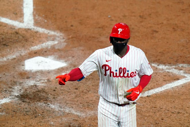 Phillies shortstop Didi Gregorius celebrates after hitting a two-run homer during Tuesday's win over the Mets.