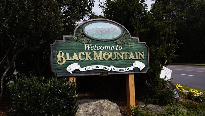 Black Mountain entry sign