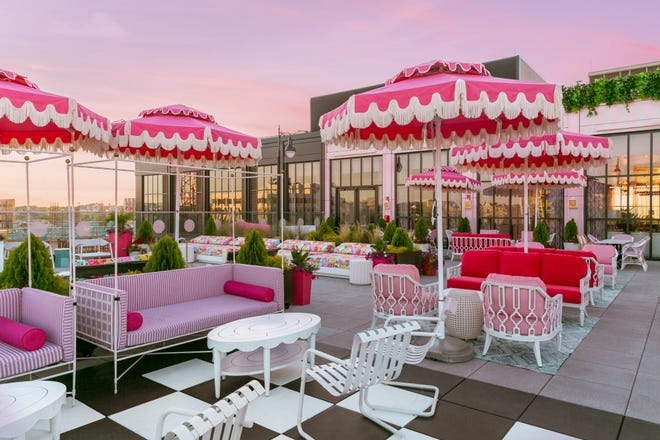 At sunset, the pink of the White Limozeen patio complements the rosy glow of the sky.