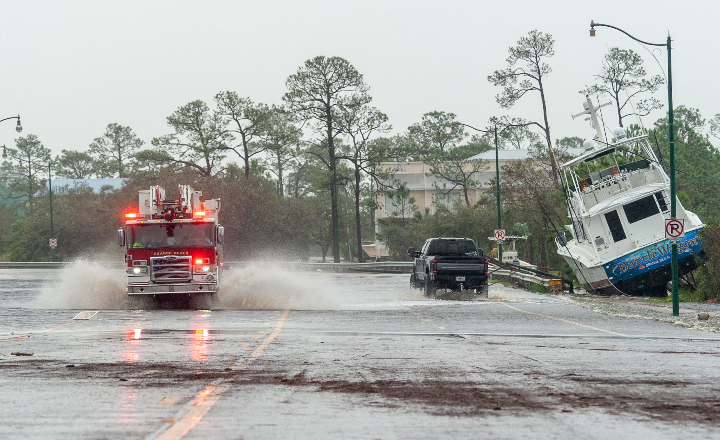 Live coverage of Sally: Far from finished, storm leaves 500,000 without power across Deep South; flooding, rains roll north