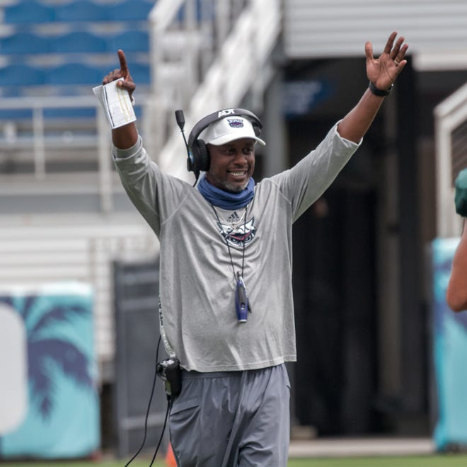 FAU coach Willie Taggart works with his team during a practice. After going 9-12 and being fired midway through his second season at Florida State, he's looking to build on the Owls' recent success.