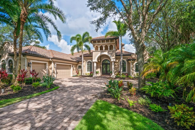 NFL Hall of Fame quarterback Terry Bradshaw sold his lakeside estate in Bradenton's The Concession community for $1.43 million.