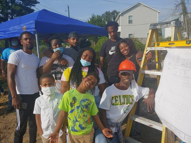 K'Tia Thompson, back right, was joined by her extended family at Habitat's groundbreaking for her new house. She was joined by her dad Robert Lewis, children Jeffrey Perry, Anari Thompson, Jakia Perry, Hayden Thompson, along with nephew Carson Davis, brothers Rashad and Marty Thompson, and fiancé Gary Johnson.