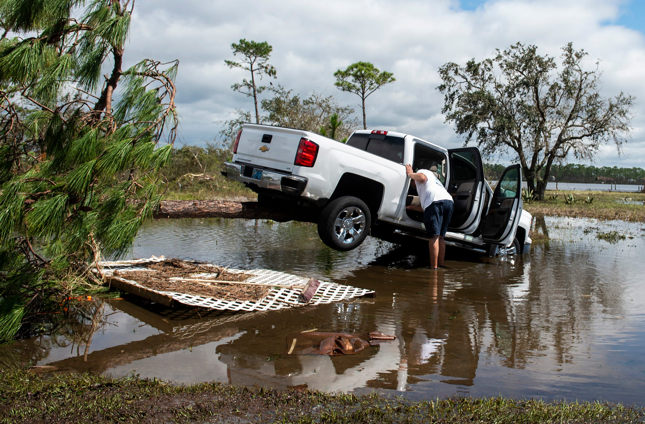 Live coverage of Sally: Pensacola residents pick up the pieces; 320,000 still without power; tropical depression forms in Gulf