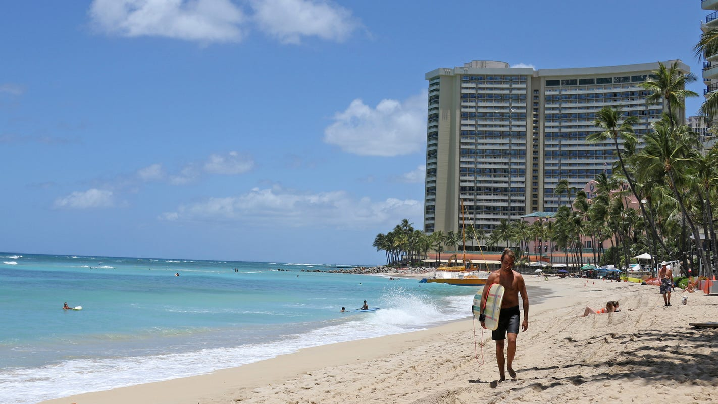 Hawaii tightens its travel rules, will require negative COVID-19 tests prior to arrival