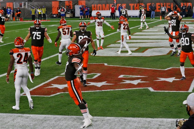 Cleveland Browns running back Kareem Hunt, front, celebrates a 6-yard touchdown against the Cincinnati Bengals during the first half of an NFL football game Thursday, Sept. 17, 2020, in Cleveland. (AP Photo/Ron Schwane)