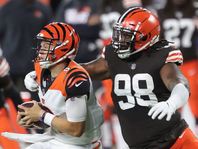 The Browns released defensive tackle Sheldon Richardson (98) on Friday. [Jeff Lange/Beacon Journal]